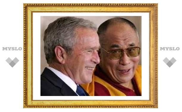 Далай-ламе вручили высшую награду Конгресса США