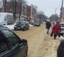 В Алексине перекрыли тротуар: Люди идут по проезжей части