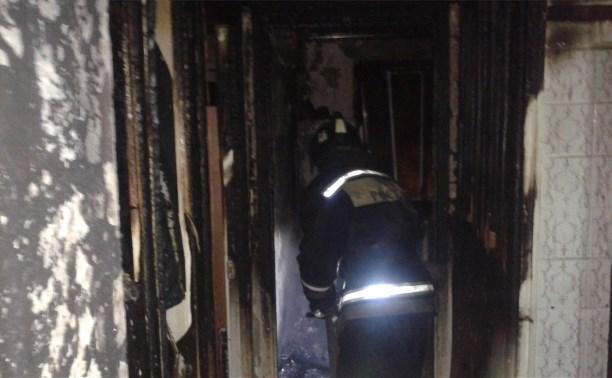 Спасатели вынесли женщину из горящей квартиры