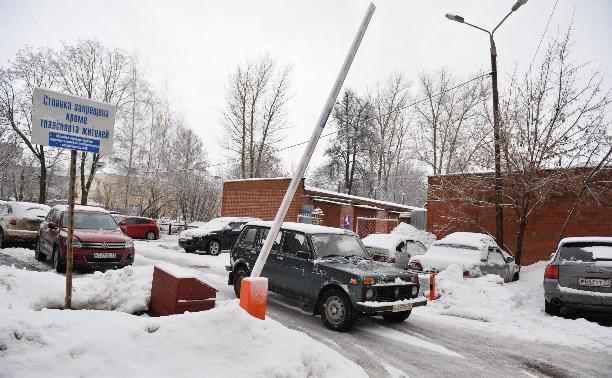 Шлагбаум перекрыл въезд в гаражный кооператив
