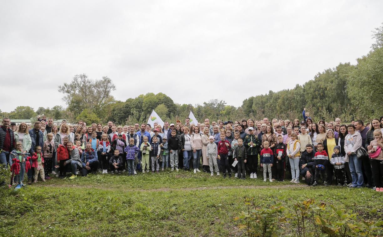 Сотрудники Сбербанка восстановили яблоневый сад в Ясной Поляне