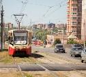 В Туле на трамвайных путях по ул. Металлургов ремонтируют переезды: фоторепортаж