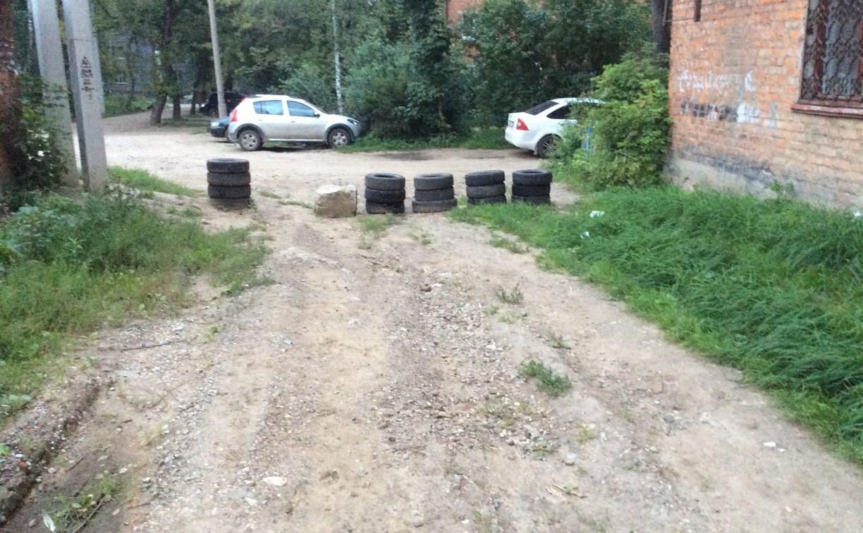 В Туле на ул. Баженова жители самовольно перегородили проезд машинам