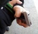 В Ефремове среди бела дня грабитель отобрал у мужчины телефон