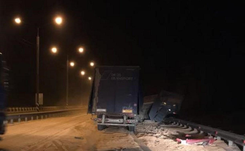 Ночью на М-2 столкнулись два грузовика
