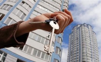 Дети-сироты получили ключи от квартир из рук губернатора