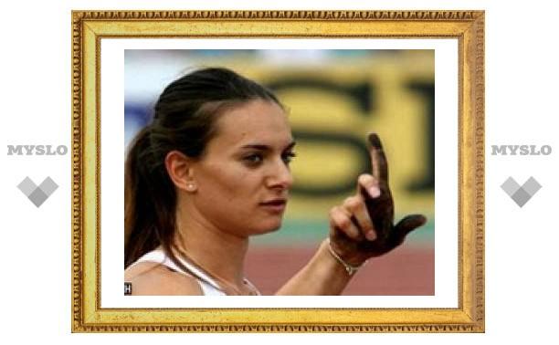 Россиянка Елена Исинбаева установила новый мировой рекорд по прыжкам с шестом