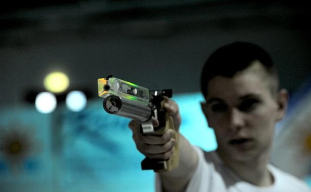Парень обокрал таксиста, угрожая пневматическим пистолетом