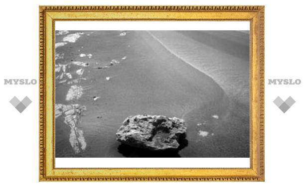 Зонд Opportunity нашел на Марсе метеорит