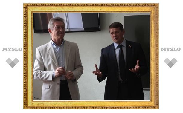 Мэр Тулы подарил кафедре журналистики ТулГУ телевизор