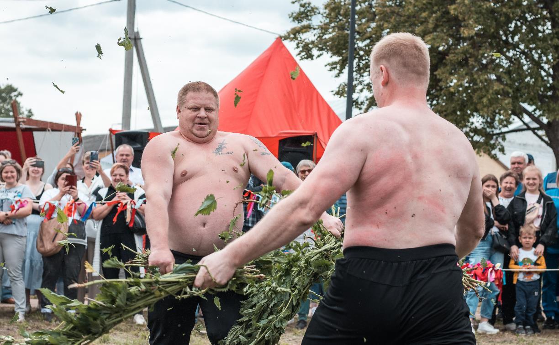 Крапивные бои на XVIII Фестивале Крапивы: фоторепортаж