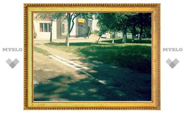 """В Туле рьяные дорожники рисуют """"две сплошные"""" даже на тротуаре"""