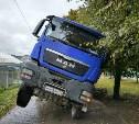 В Туле на улице Луначарского провалился грузовик