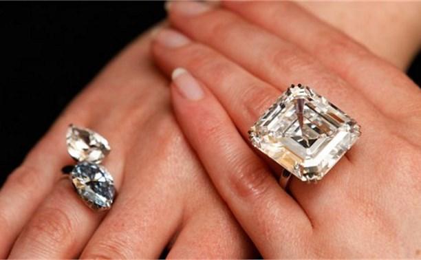 В Москве полицейские задержали тулячку, укравшую дорогое кольцо