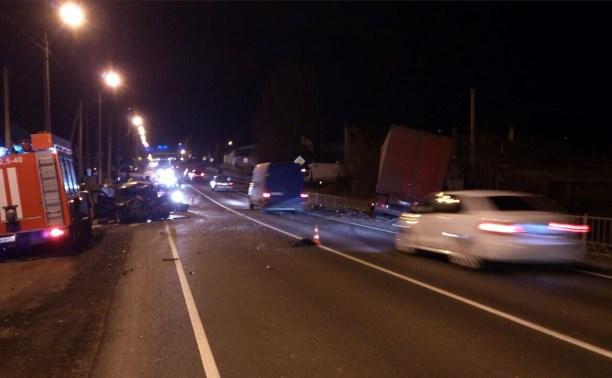 В Тульской области водитель и пассажир «Шевроле Нива» погибли в результате столкновения с грузовиком
