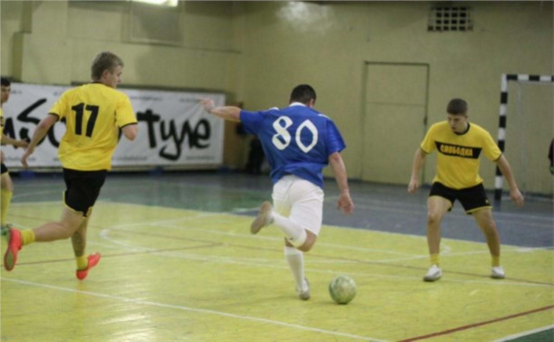 Лидеры мини-футбольного чемпионата сыграли между собой