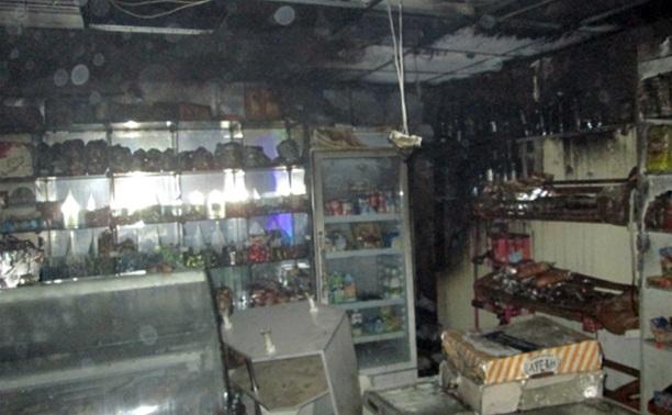 Ночью в Тульской области загорелись два продуктовых магазина