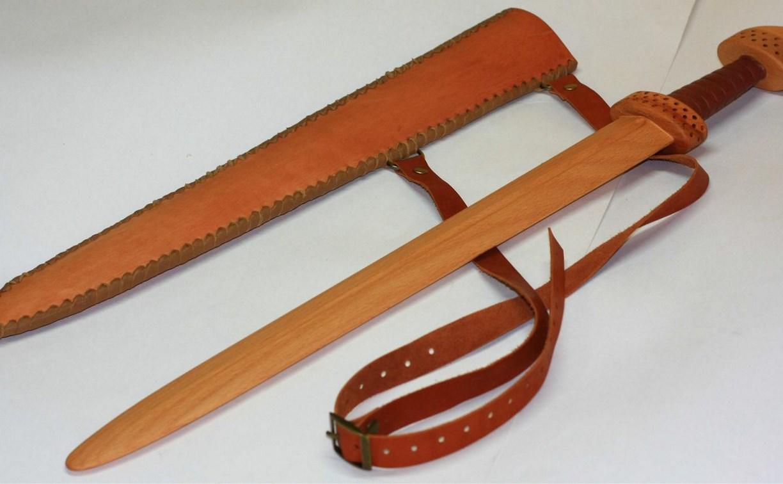 Новомосковец забил знакомого до смерти трубой и деревянным мечом