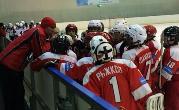 В Новомосковске прошли первые игры Всероссийского турнира по хоккею
