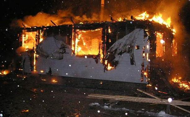 Дачный дом в Заокском районе тушили 3 пожарных отделения