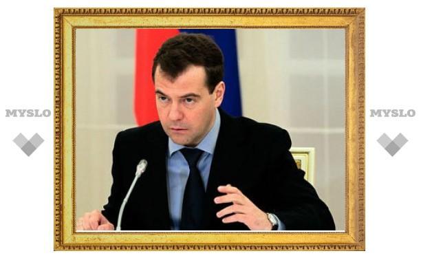 Медведев разрешил не сажать мелких преступников
