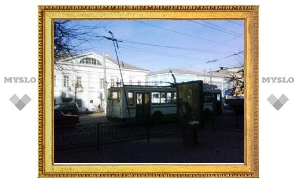 Из-за аварии на проспекте Ленина в центре Тулы встали троллейбусы и машины