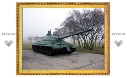 В Тульской области посреди поля стоит танк
