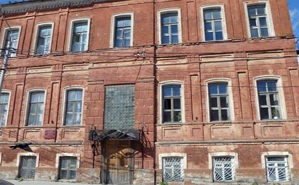 У директора педколледжа 20 лет не было денег на ремонт здания