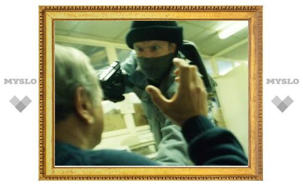 В Новомосковский банк грабитель ворвался с игрушечным пистолетом