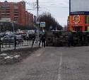 На Красноармейском проспекте перевернулся грузовик
