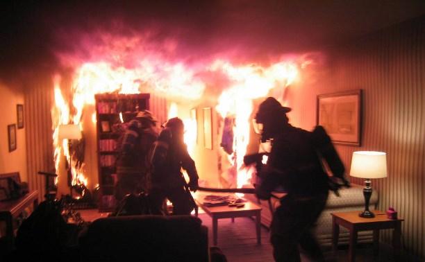 Житель Новомосковска обгорел во время пожара в своей квартире