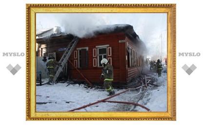 В Туле горит жилой дом
