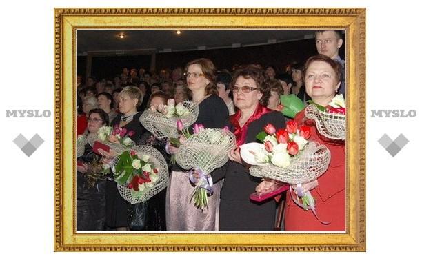 Вячеслав Дудка поздравил женщин Тулы с 8 Марта