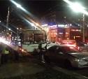 На улице Пузакова пассажирский автобус съехал с дороги