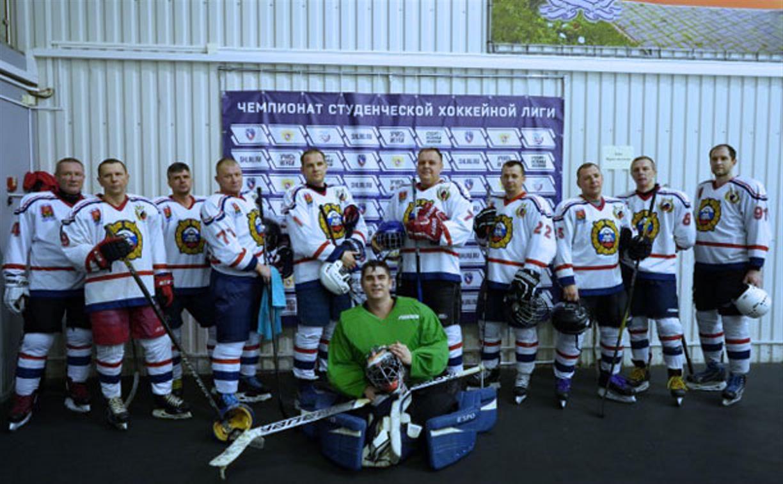 В Новомосковске сотрудники ГИБДД сыграли в хоккей с подростками