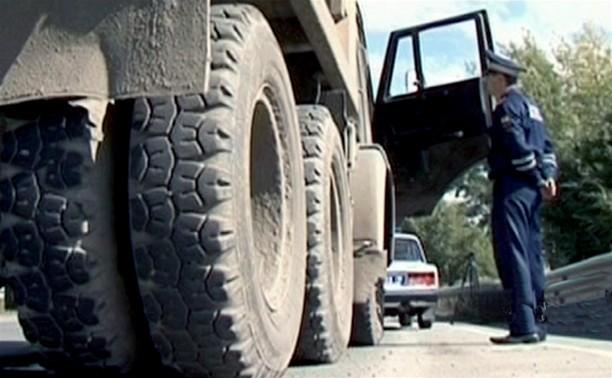 Под Калугой легковушка влетела в автоколонну тульских омоновцев, после чего протаранила КамАЗ
