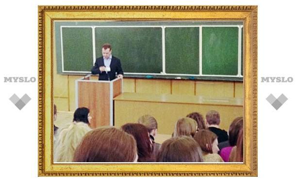 Медведев не нашел в России предпосылок для революции