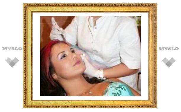 Российских женщин спасли от пиратской косметики
