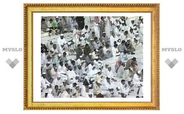 Паломники не могут вернуться на родину после хаджа