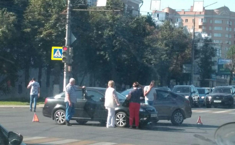 Утреннее ДТП собрало пробку на пр. Ленина в Туле