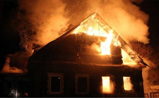 В Венёвском районе мужчина спасся из горящего дома, бросив в огне жену и ребёнка