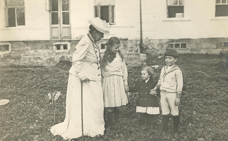 Крестьянская одежда, ситец и матроски: тулякам покажут, как одевались маленькие модники 100 лет назад