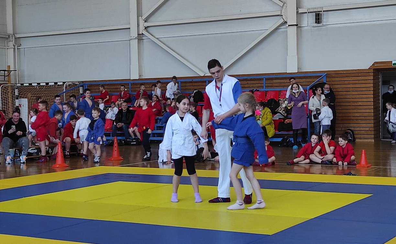 Спортсмены выступили на турнире по самбо в Щекино
