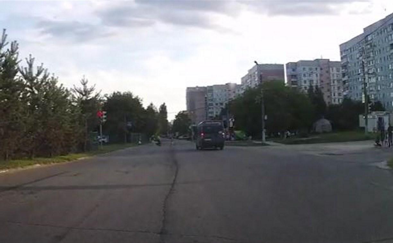 В Туле на улице Вильямса маршрутка пролетела на красный свет