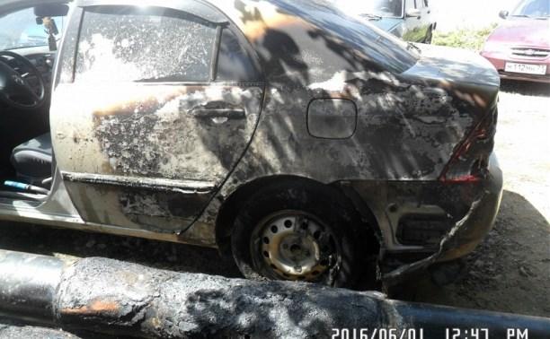 В Заречье спасатели тушили две вспыхнувшие легковушки