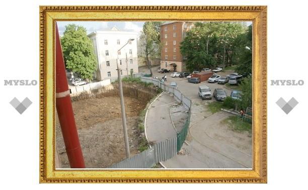 В Туле неизвестные захватили двор жилого дома