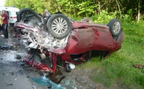 В Тульской области в страшной аварии погибли пять человек, среди них – двое детей