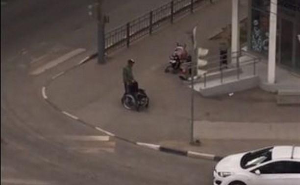 Туляки сняли инвалида-попрошайку на видео: «Он сам может ходить!»