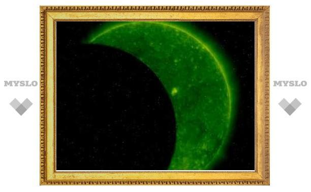 Российский спутник дважды сфотографировал затмение