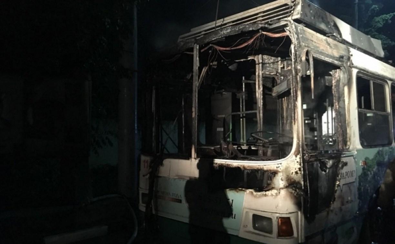 Ночью в Туле горели троллейбус и «пятёрка»